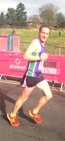 Graeme legging it in to the finish, slighly less full of carbs than at the start ...